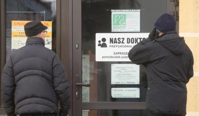 """Nieczynna przychodnia lekarska """"Nasz Doktor"""" przy ul. Wyspiańskiego 14 w Piotrkowie Trybunalskim"""