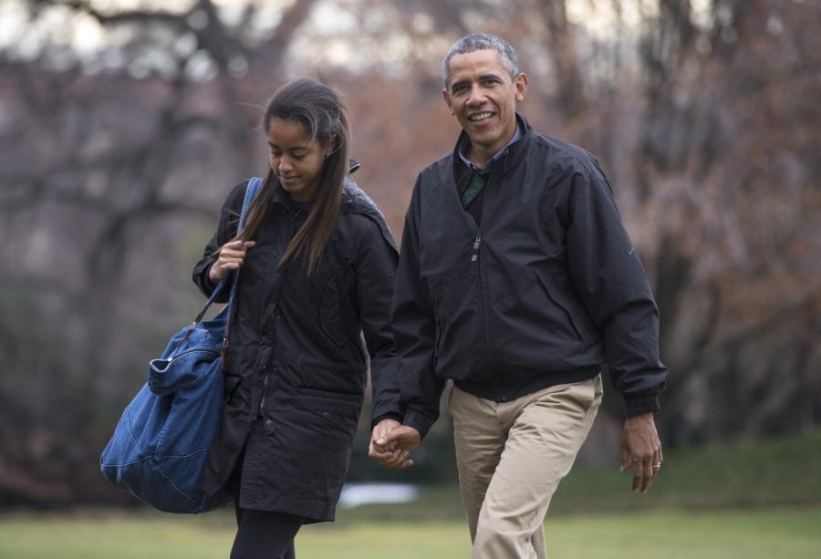 Barack Obama z córką Malią wracająz wakacji na Hawajach
