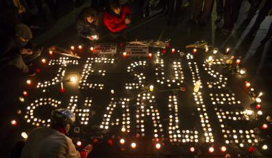 """Hołd dla ofiar ataku na redakcję tygodnika """"Charlie Hebdo"""""""