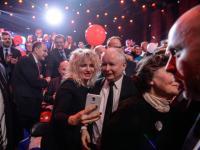 Prezes PiS na konwencji nie przemówił, ale za to dobrze się bawił. Zobacz ZDJĘCIA