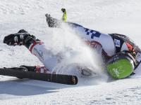 Koszmarny upadek na alpejskich MŚ w Beaver Creek. Ondrej Bank opuścił trasę na noszach. ZDJĘCIA