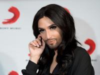 """Sekrety """"kobiety z brodą"""". Conchita Wurst wydała autobiografię [ZDJĘCIA]"""