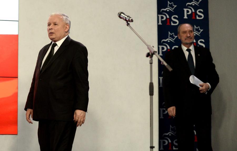 Prezes Prawa i Sprawiedliwości Jarosław Kaczyński i wiceprezes PiS, poseł Antoni Macierewicz