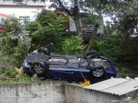 Zakręt grozy w Sułkowicach. Samochody wbijają się w dom. ZDJĘCIA