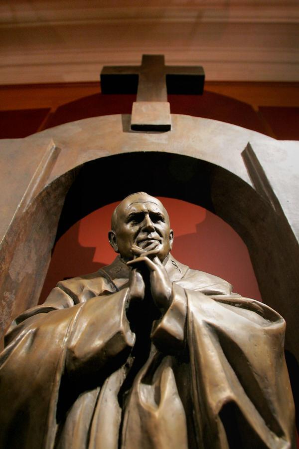 Pomnik Jana Pawła II, który stanął w Ploermel w Bretanii
