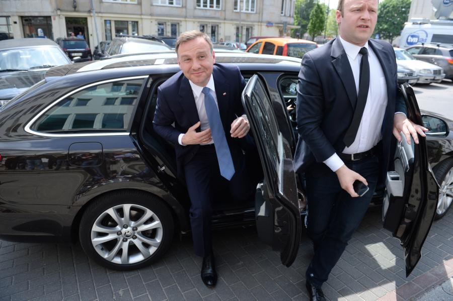 Andrzej Duda wysiada z limuzyny