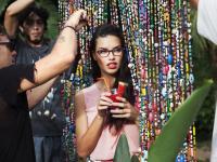 Boska Adriana Lima w kampanii Vogue Eyewear. ZDJĘCIA zza kulis