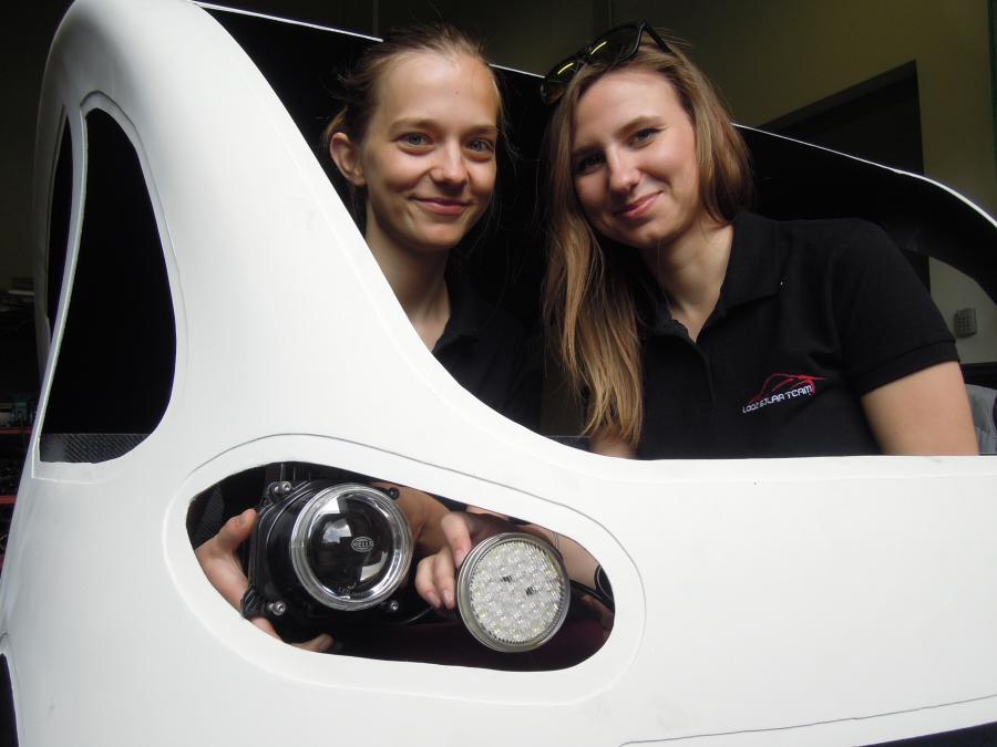 Julia Szymańska, koordynator projektu Młodzi Wynalazcy (P)i Aleksandra Łomża, rzecznik prasowy Łódź Solar Team