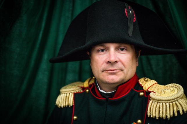 Frank Samson, odgrywający rolę Napoleona