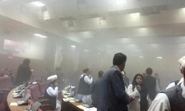 Atak terrorystów na afgański parlament. Wszystko telewizja pokazała na żywo