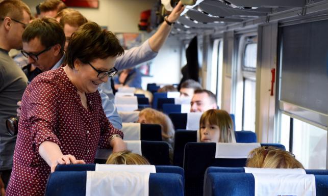 Kolej na Ewę, czyli nowa akcja PO. ZDJĘCIA premier na Dworcu Centralnym