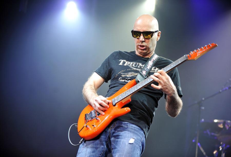 Zobacz, jak pracuje Joe Satriani