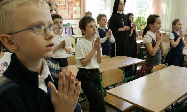 Dzieci na religii w szkole