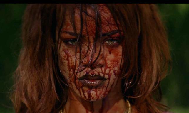 Rihanna szokuje: krew, przemoc i nagość w nowym klipie [ZDJĘCIA]