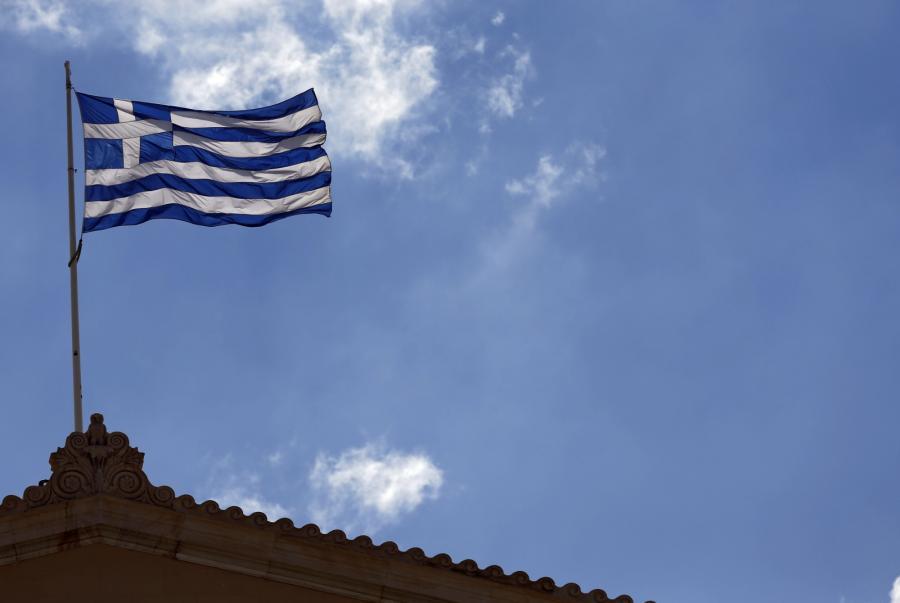 Grecka flaga na budynku parlamentu