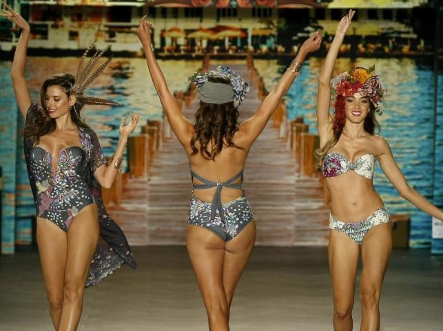 Pokaz strojów kąpielowych Paradizia na kolumbijskim tygodniu mody Colombiamoda 2015