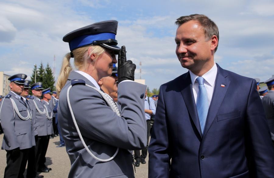 Prezydent RP Andrzej Duda uczestniczy w uroczystej promocji na pierwszy stopień oficerski studentów Wyższej Szkoły Policji w Szczytnie