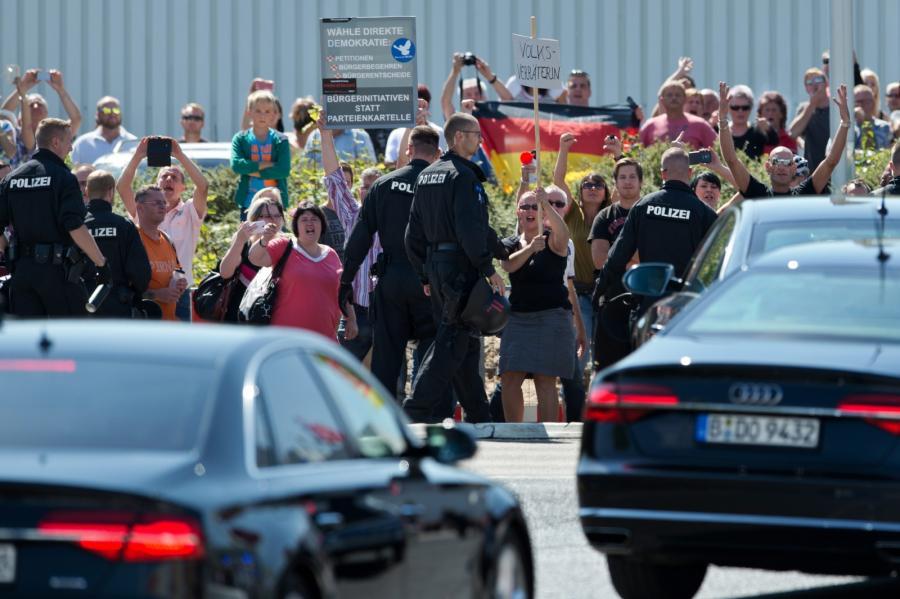 Protestujący w Heidenau