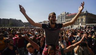 Budapeszet: Imigranci przed dworcem Keleti