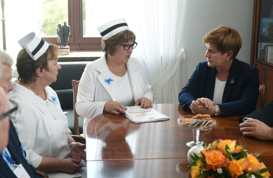 Kandydatka PiS na premiera Beata Szydło spotkała się w Sejmie z delegacją protestujących w Warszawie pielęgniarek i położnych