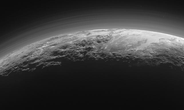 Pluton przypomina Ziemię. Zaskakujące zdjęcia planety z sondy New Horizons