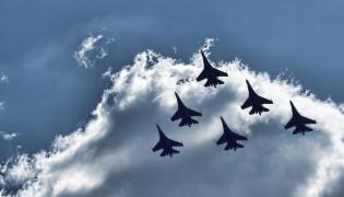 Rosyjskie myśliwce Su-27 w szyku