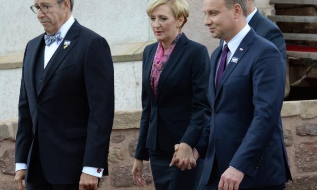 Gołąbeczki! Niestandardowe zachowanie Dudów podczas wizyty w Niemczech. FOTO