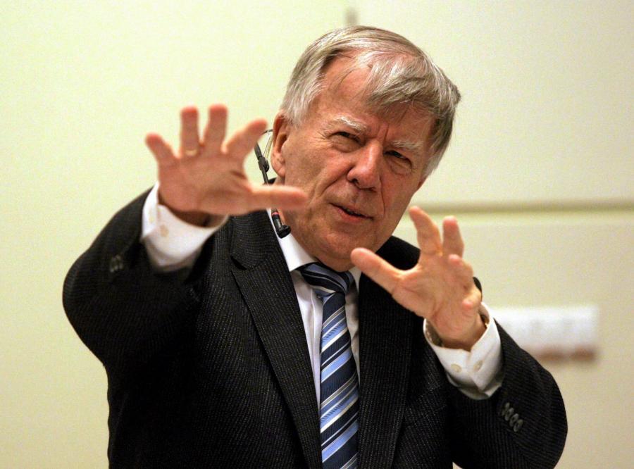 Prof. Jan Miodek podczas wykładu