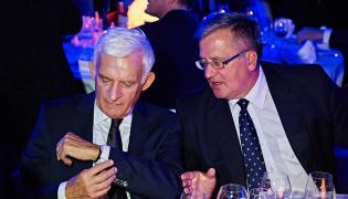 Europoseł Jerzy Buzek oraz były prezydent RP Bronisław Komorowski podczas gali otwarcia Europejskiego Forum Nowych Idei w Sopocie