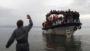 Imigranci dopływają do brzegów Grecji