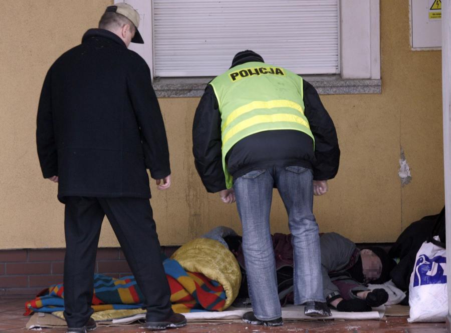 Pomóż bezdomnym, bo pierwsi już zamarzli
