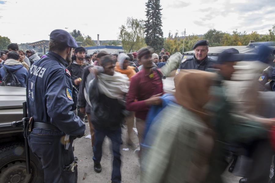 Uchodźcy na granicy Słowenii z Austrią