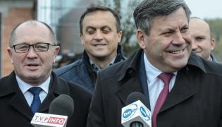 Minister rolnictwa i rozwoju wsi Marek Sawicki i wicepremier, minister gospodarki Janusz Piechociński w Trojanowie
