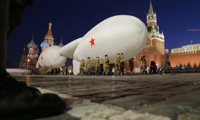 Idee ZSRR wciąż żywe. Historyczna rekonstrukcja parady czerwonoarmistów na Placu Czerwonym. ZDJĘCIA