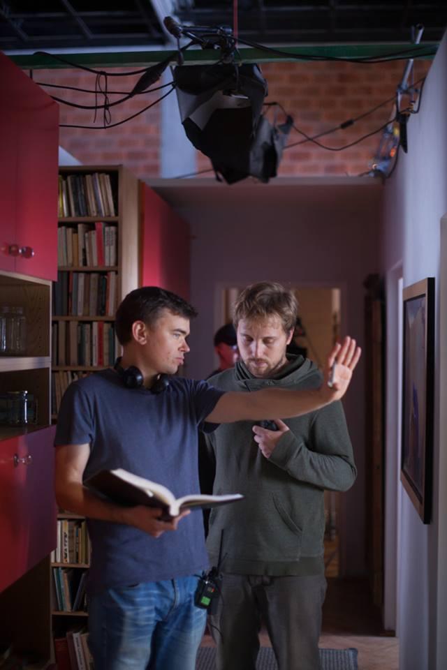 """Na planie """"Ostatniej rodziny"""": reżyser Jan P. Matuszyński i autor zdjęć Kacper Fertacz"""