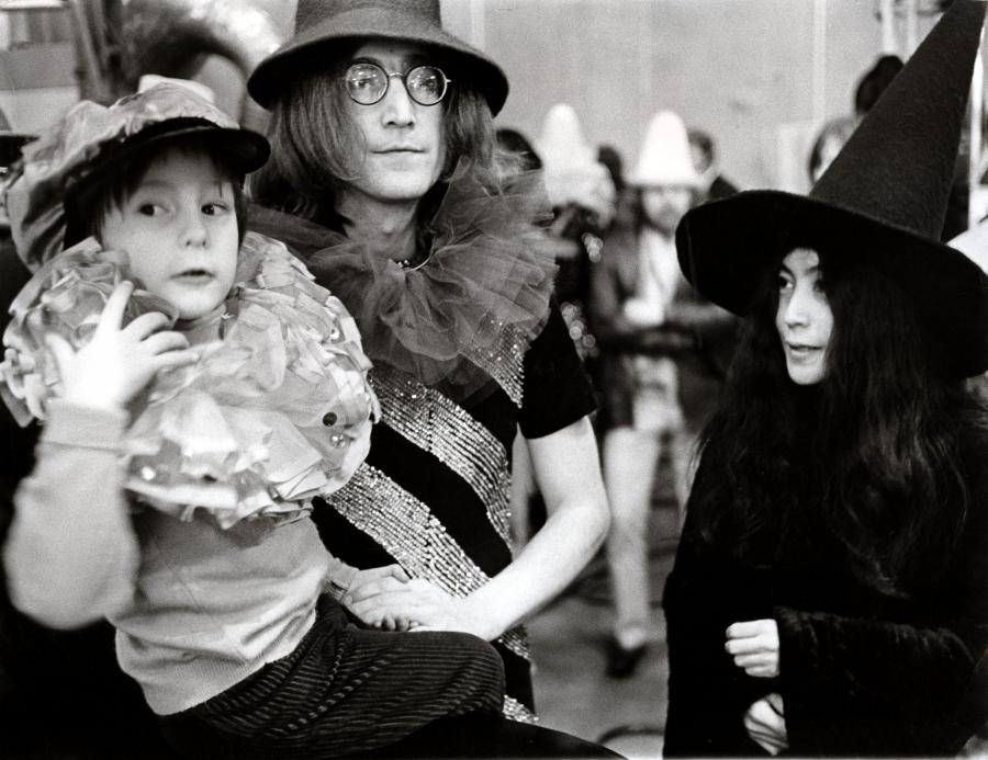 John Lennon z synem Julianem w 1968 roku