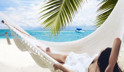Jak nie dać się nabrać na wakacyjne oferty w internecie?