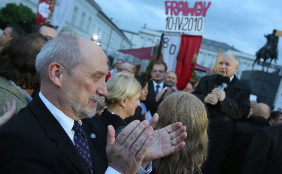 Antoni Macierewicz na miesięcznicy smoleńskiej