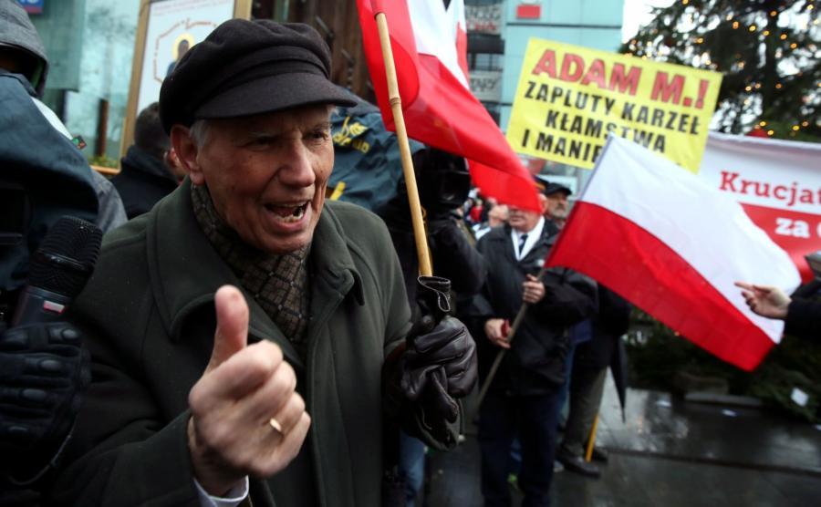 """Manifestacja przed siedzibą """"Gazety Wyborczej"""""""