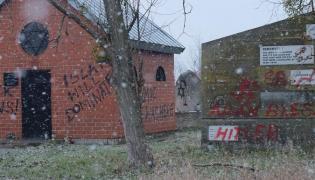 Zdewastowany cmentarz żydowski w Sochaczewie
