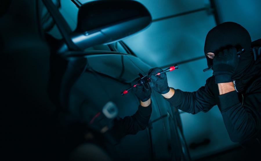 Jak złodzieje kradną samochody w Polsce? Metody przestępców