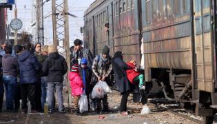Imigranci w drodze do Austrii