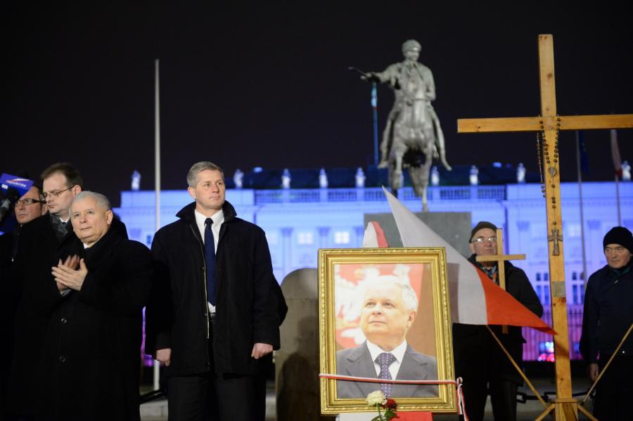 Prezes PiS Jarosław Kaczyński podczas uroczystości przed Pałacem Prezydenckim w Warszawie
