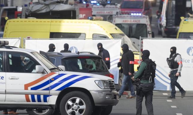 Po zamachach Bruksela niczym oblężona twierdza. Policja, wojsko, ratownicy na ulicach [ZDJĘCIA]