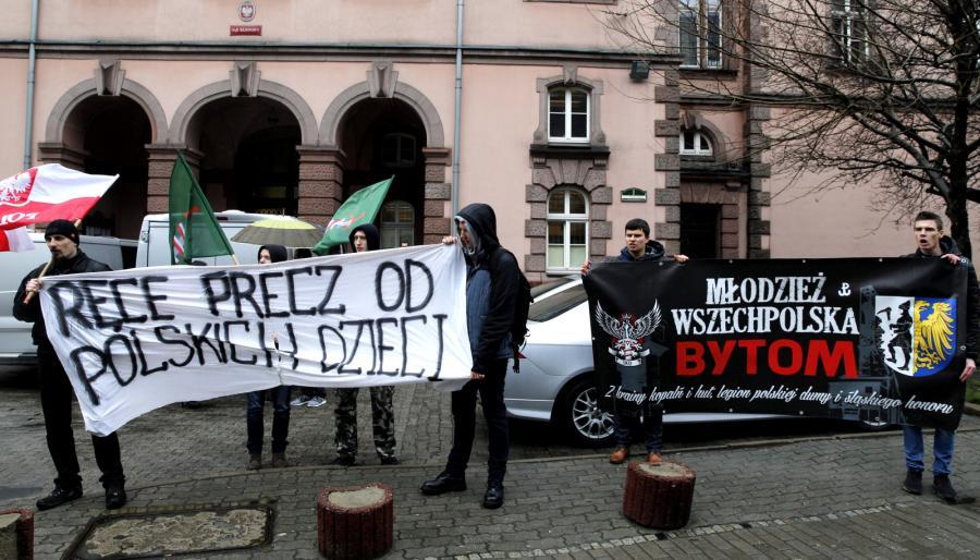 W trakcie rozporawy przed sądem odbył się protest Młodzieży Wszechpolskiej