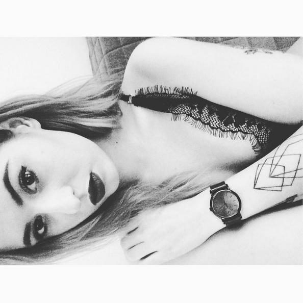 Piękna córka Pawła Kukiza odsłoniła swoje tatuaże [ZDJĘCIA]