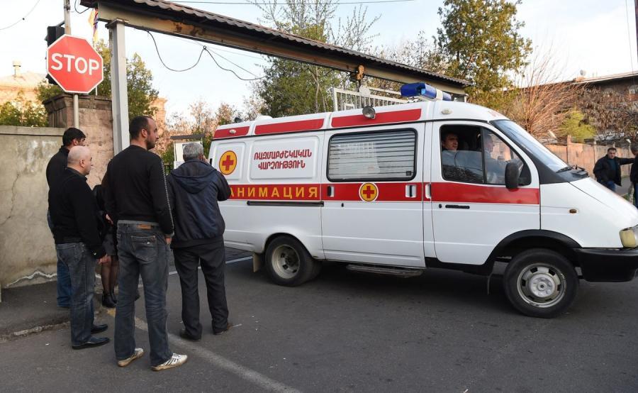 Ambulans przed szpitalem w Erywaniu