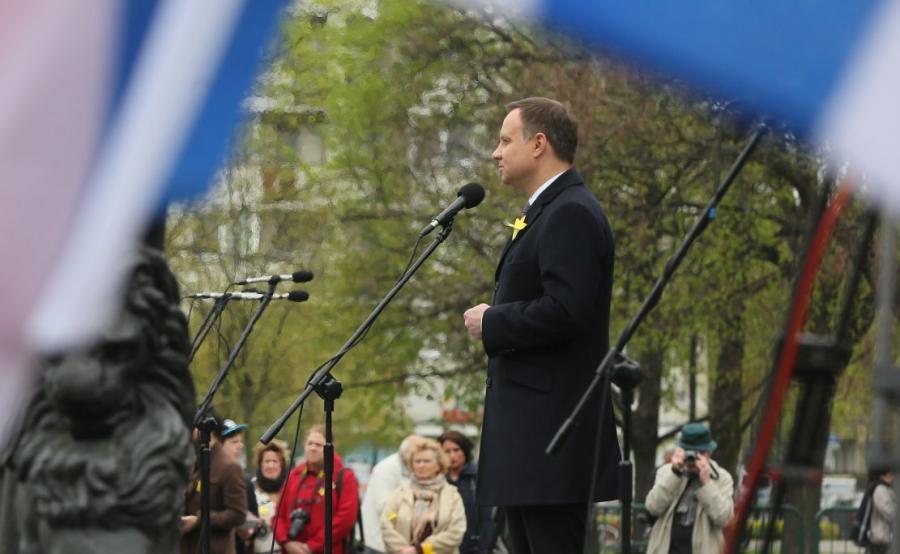 Prezydent Andrzej Duda podczas uroczystości upamiętniających 73. rocznicę wybuchu powstania w getcie warszawskim