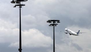 Start samolotu EgyptAir z lotniska w Paryżu