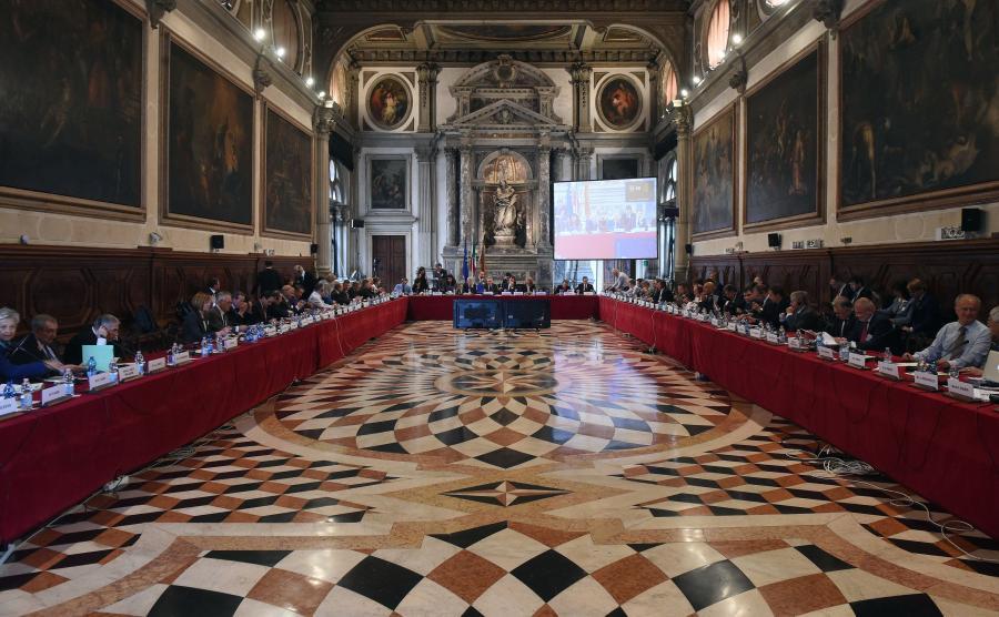 Obrady Komisji Weneckiej w Scuola Grande di San Giovanni Evangelista